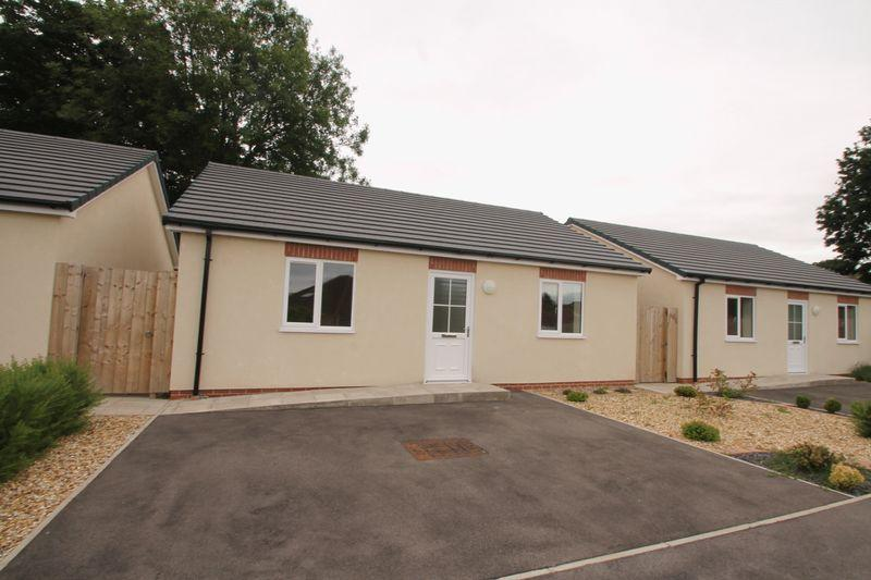 2 Bedrooms Detached Bungalow for sale in Ransome Way, Ormesby,