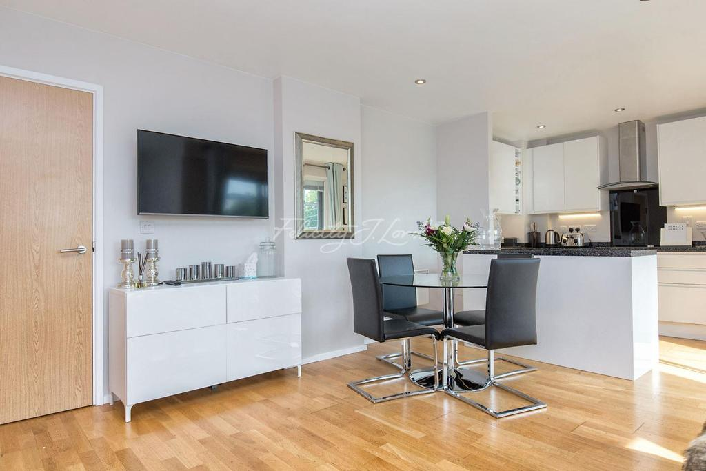 2 Bedrooms Flat for sale in Arta House, Shadwell, E1