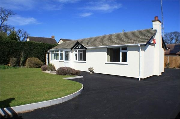3 Bedrooms Detached Bungalow for sale in Kings Acre Road, Kings Acre, HEREFORD, HR4