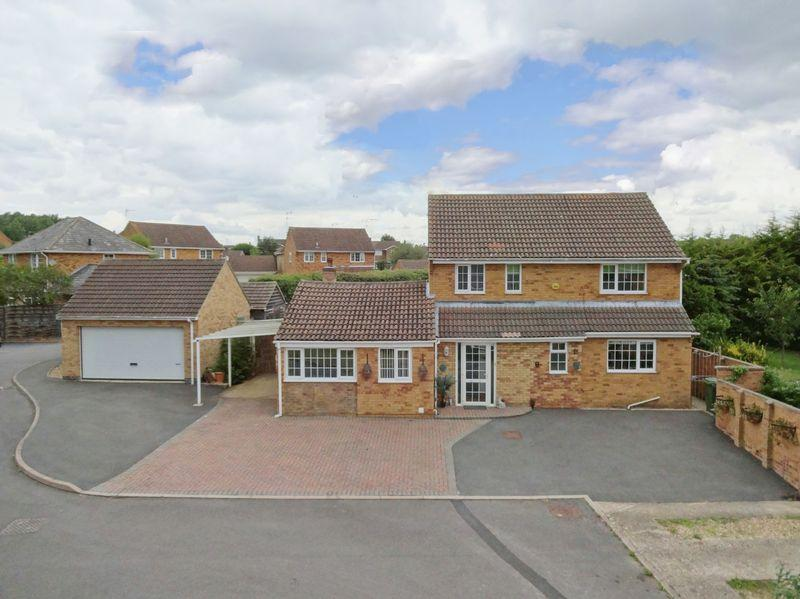 4 Bedrooms Detached House for sale in Home Close, Great Oakley