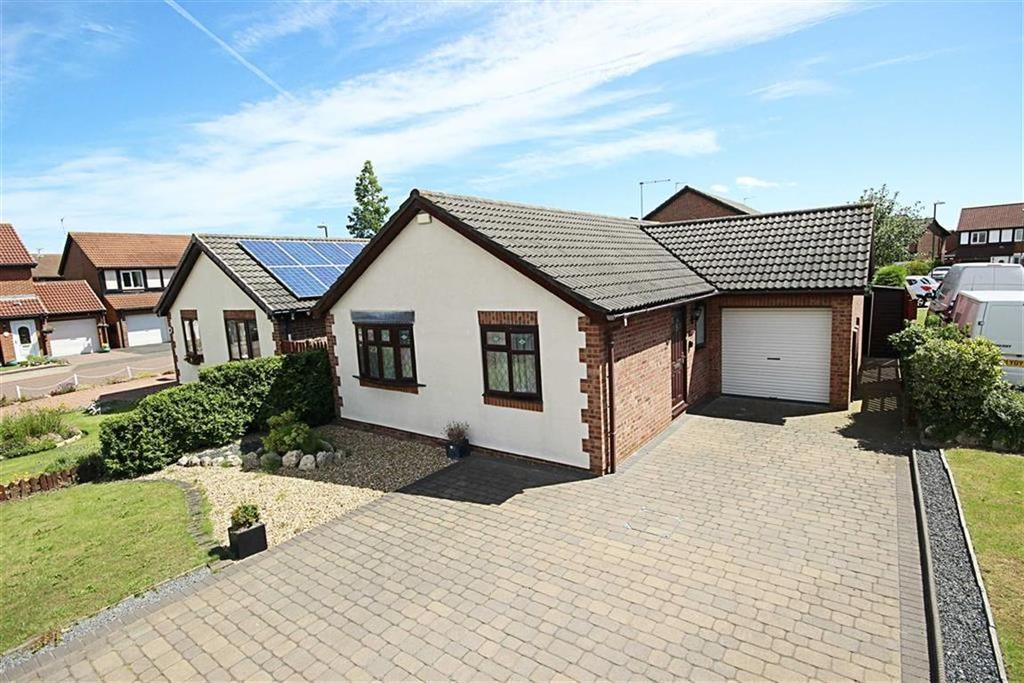 2 Bedrooms Detached Bungalow for sale in Fareham Grove, Boldon, Tyne And Wear