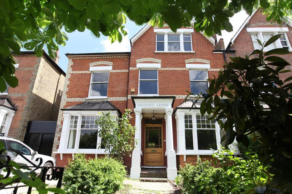 6 Bedrooms Semi Detached House for sale in Wood Vale, London SE23