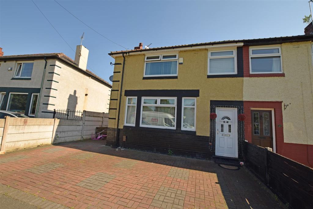 3 Bedrooms Town House for sale in Brookside Crescent, Alkrington, Middleton
