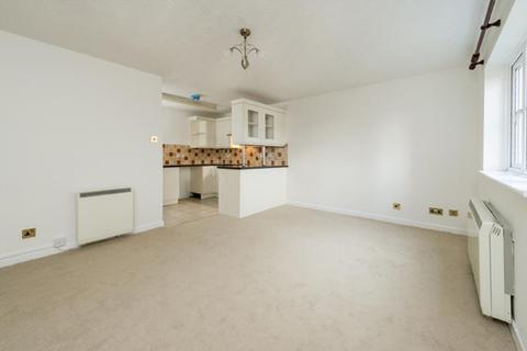 2 bedroom flat to rent - Bishops Court, Marston