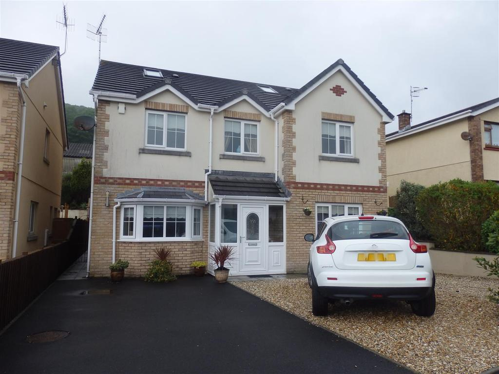 5 Bedrooms Detached House for sale in Gwscwm Park, Burry Port