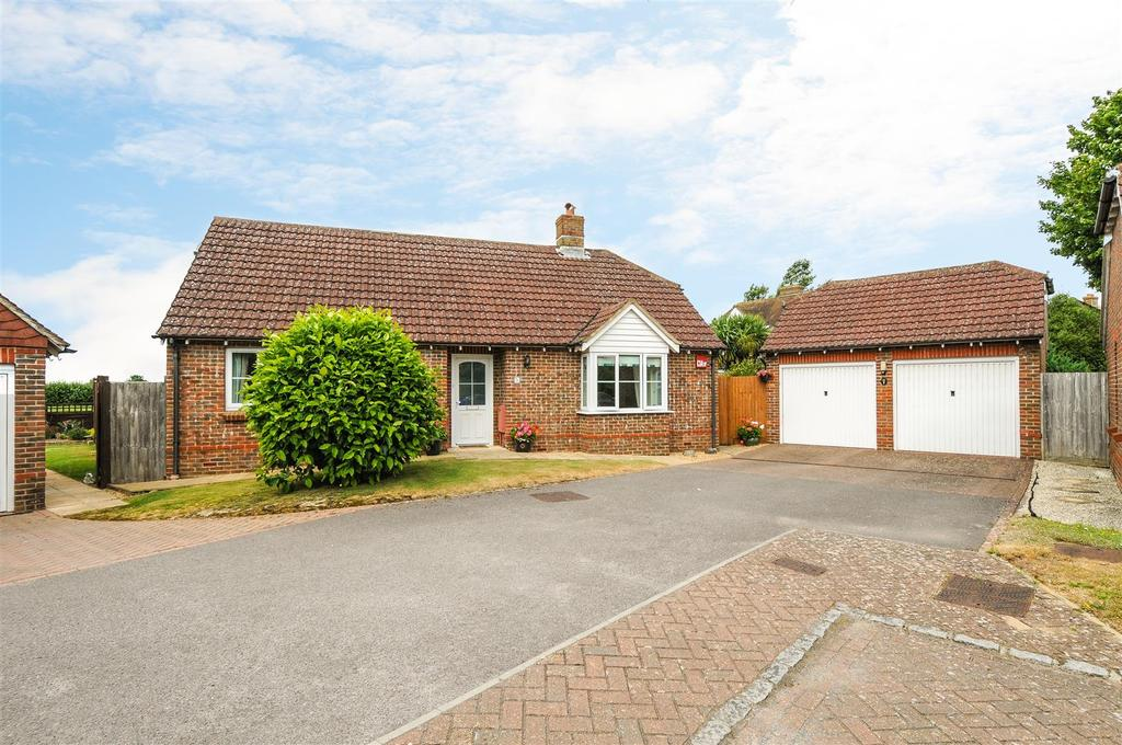 3 Bedrooms Detached Bungalow for sale in Abbots Close, Boxgrove, Chichester