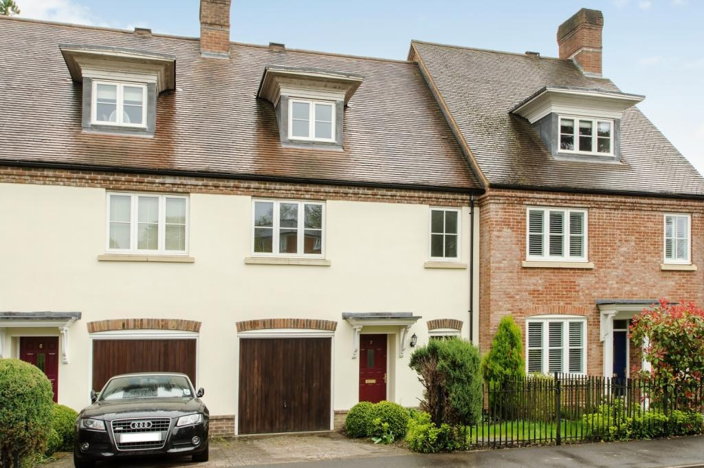 3 Bedrooms Terraced House for sale in Marnhull Rise, Winchester, Hampshire, SO22