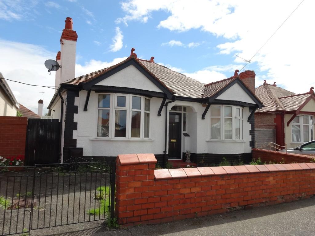 2 Bedrooms Detached Bungalow for sale in Regent Road, Rhyl