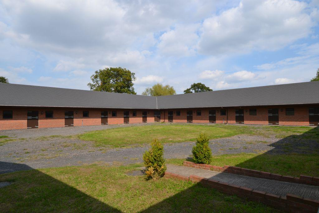 4 Bedrooms Equestrian Facility Character Property for sale in The Lees Equestrian Centre, Walcot