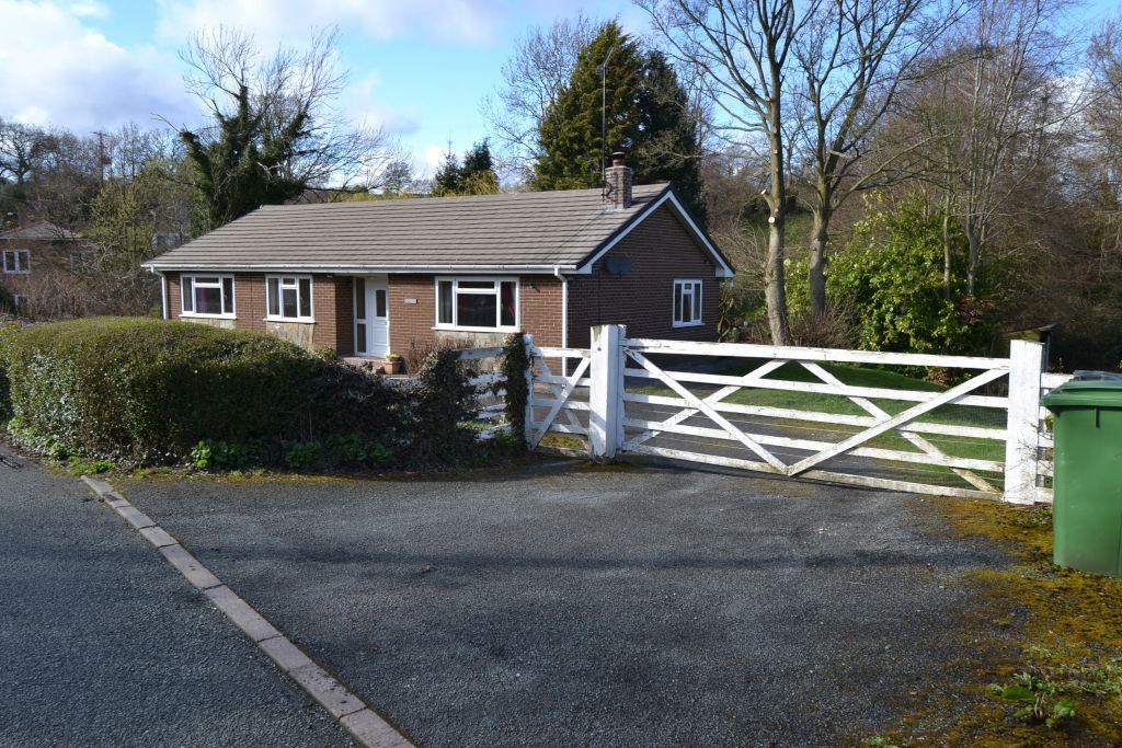 3 Bedrooms Detached Bungalow for sale in Bridge Street, Penycae