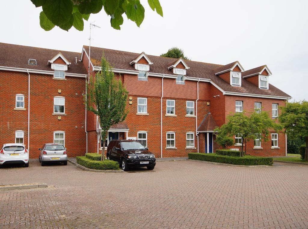 2 Bedrooms Flat for sale in Swallowmead, College Hill, Steyning, West Sussex, BN44 3HE