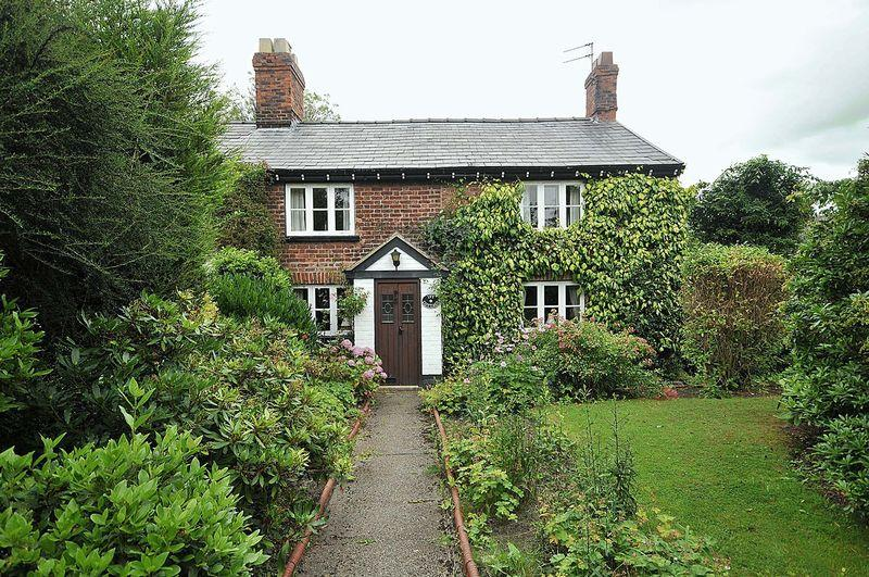 2 Bedrooms Semi Detached House for sale in London Road, Davenham