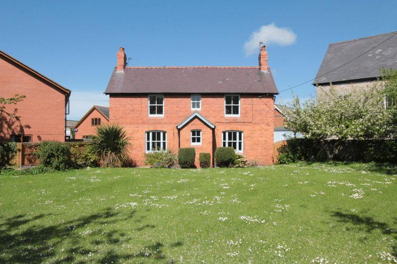 4 Bedrooms Detached House for rent in Gellifor, Ruthin