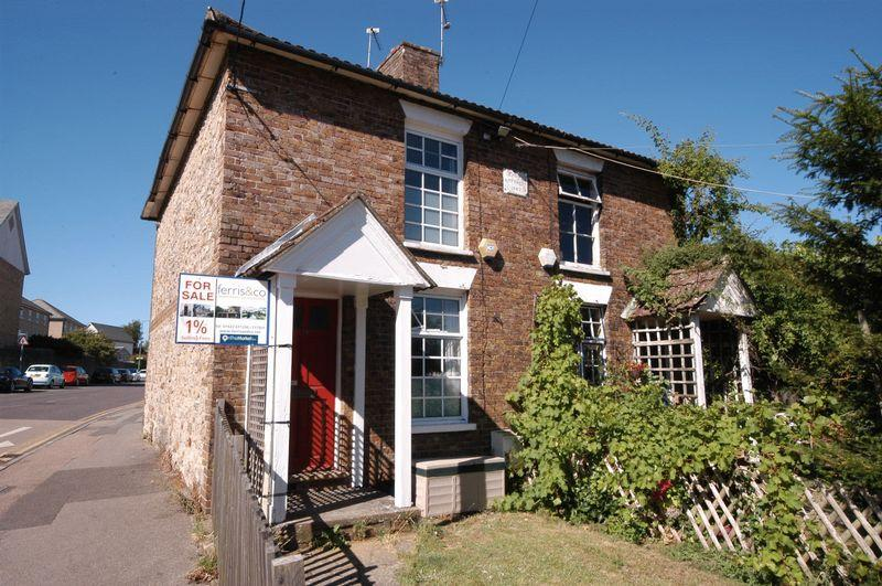 2 Bedrooms Semi Detached House for sale in Queens Road, Barming