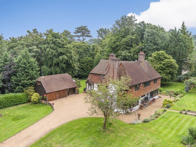 6 Bedrooms Detached House for sale in TYRRELLS WOOD, LEATHERHEAD
