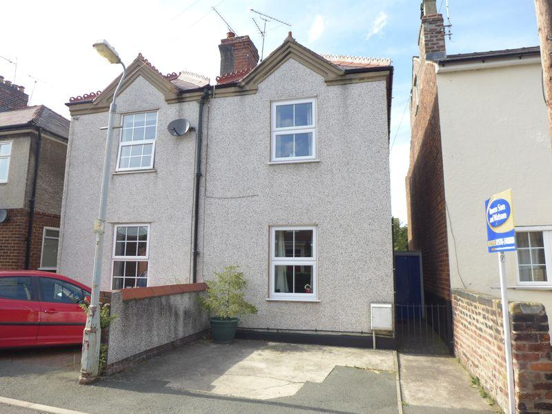 2 Bedrooms Semi Detached House for sale in Greenfield, Wrexham