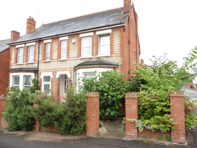 3 Bedrooms Semi Detached House for sale in Brunswick Hill, Reading, RG1