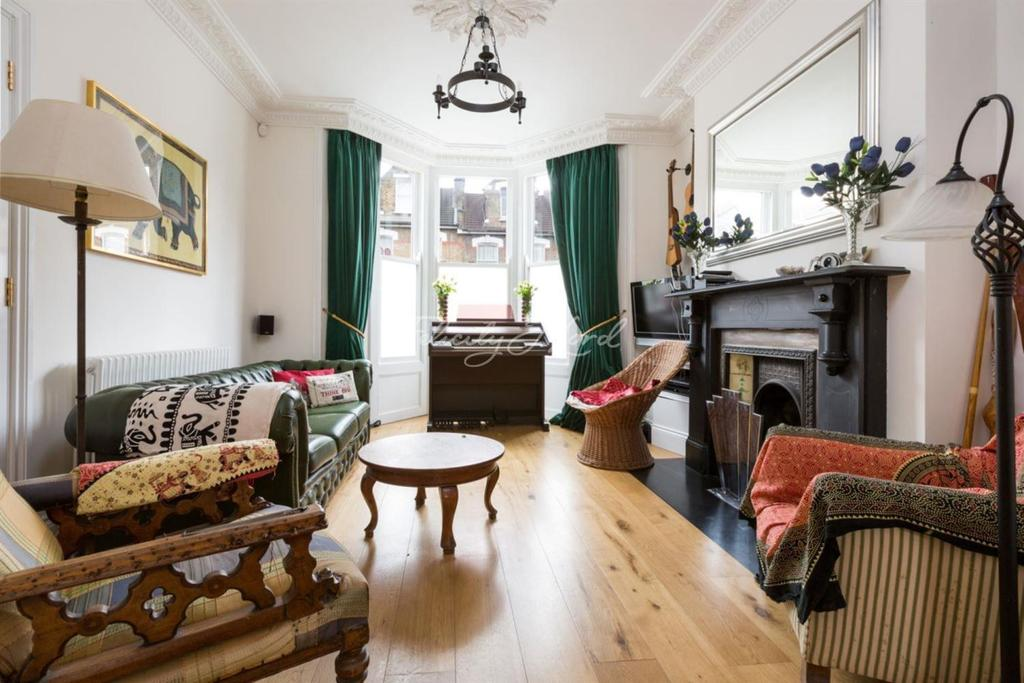 4 Bedrooms Terraced House for sale in Brighton Road, N16
