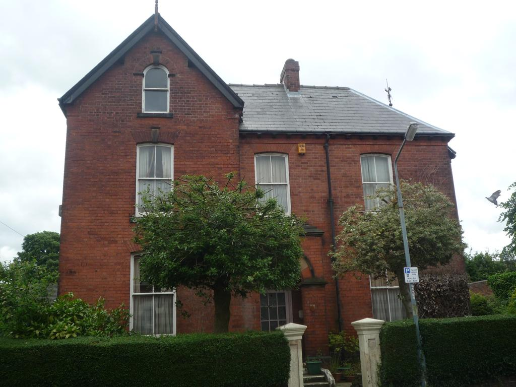 4 Bedrooms Detached House for sale in Chesterfield s40