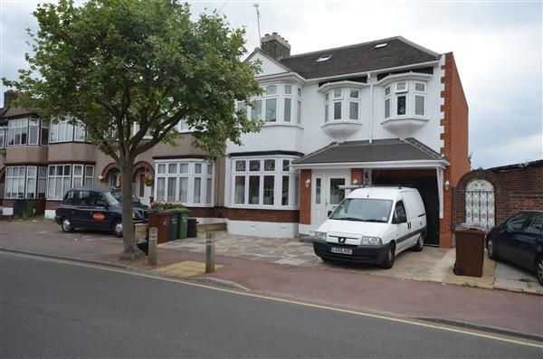 5 Bedrooms End Of Terrace House for sale in Clare Gardens, Barking