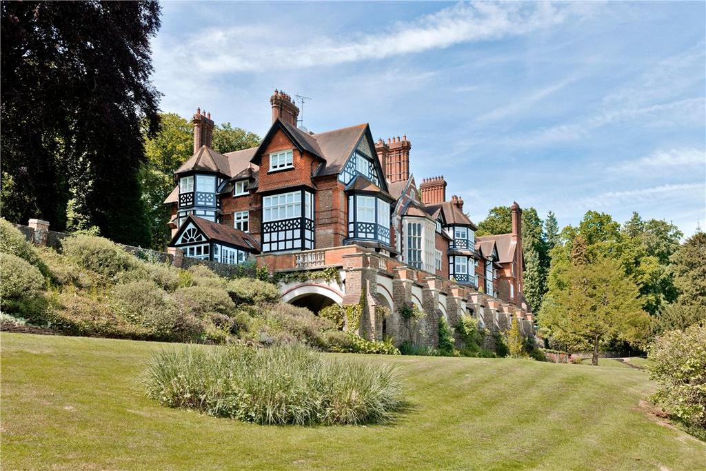 3 Bedrooms Flat for sale in Snowdenham Hall, Bramley, Guildford, Surrey, GU5
