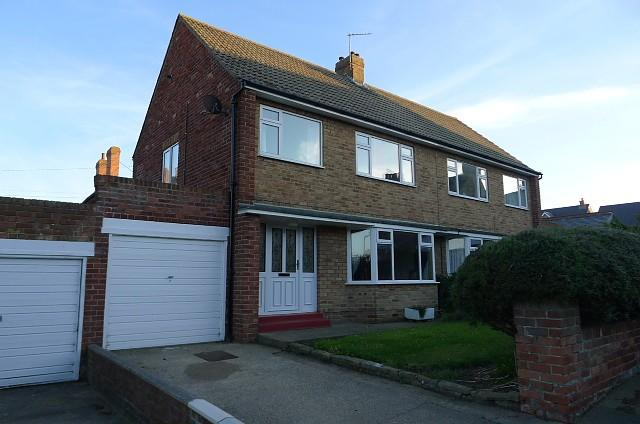 3 Bedrooms Semi Detached House for rent in Avon Close, Saltburn-By-The-Sea, TS12