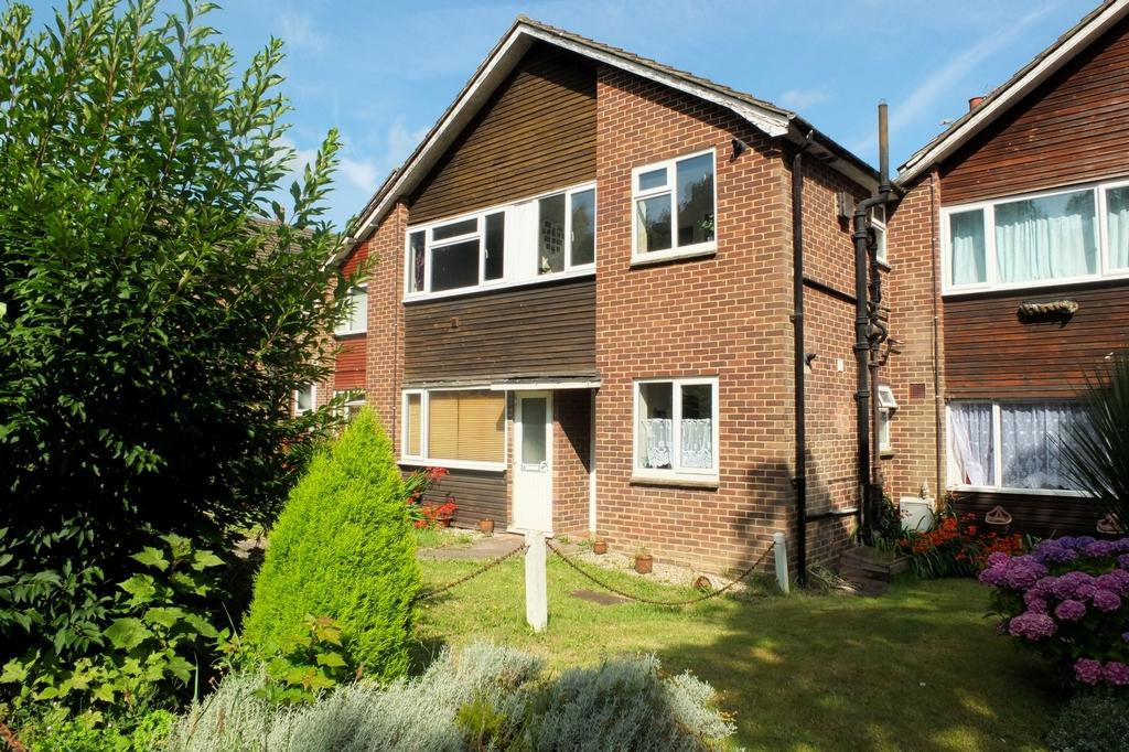 2 Bedrooms Flat for sale in New England Road, Haywards Heath, RH16