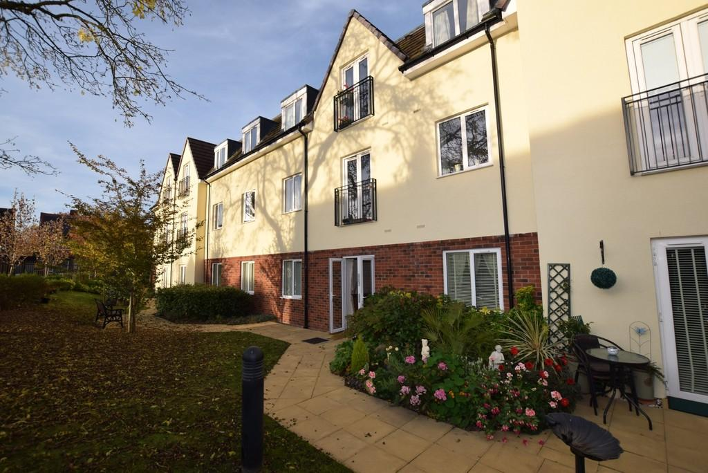 2 Bedrooms Ground Flat for sale in Phoenix House, 2 Swallows Meadow