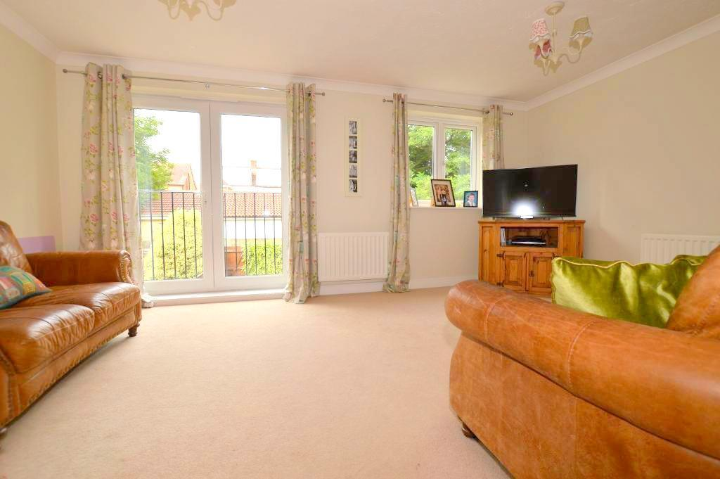 4 Bedrooms Town House for sale in Primrose Close, Luton, Bedfordshire, LU3 1EY