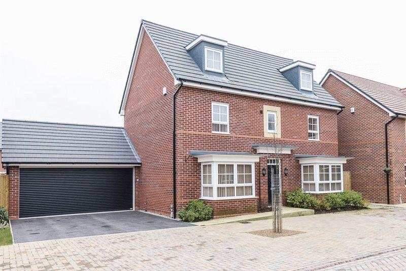 5 Bedrooms Detached House for sale in Sweet Water Court, Lostock Gralam