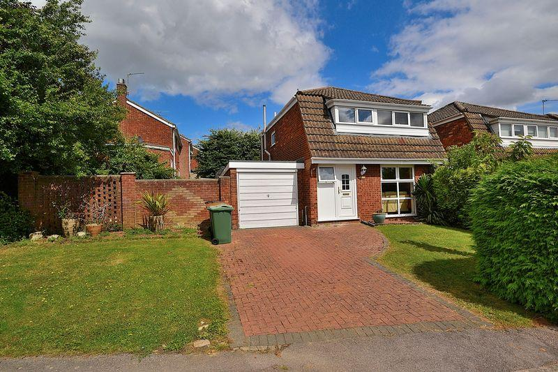 3 Bedrooms Detached House for sale in Bideford Green, Linslade