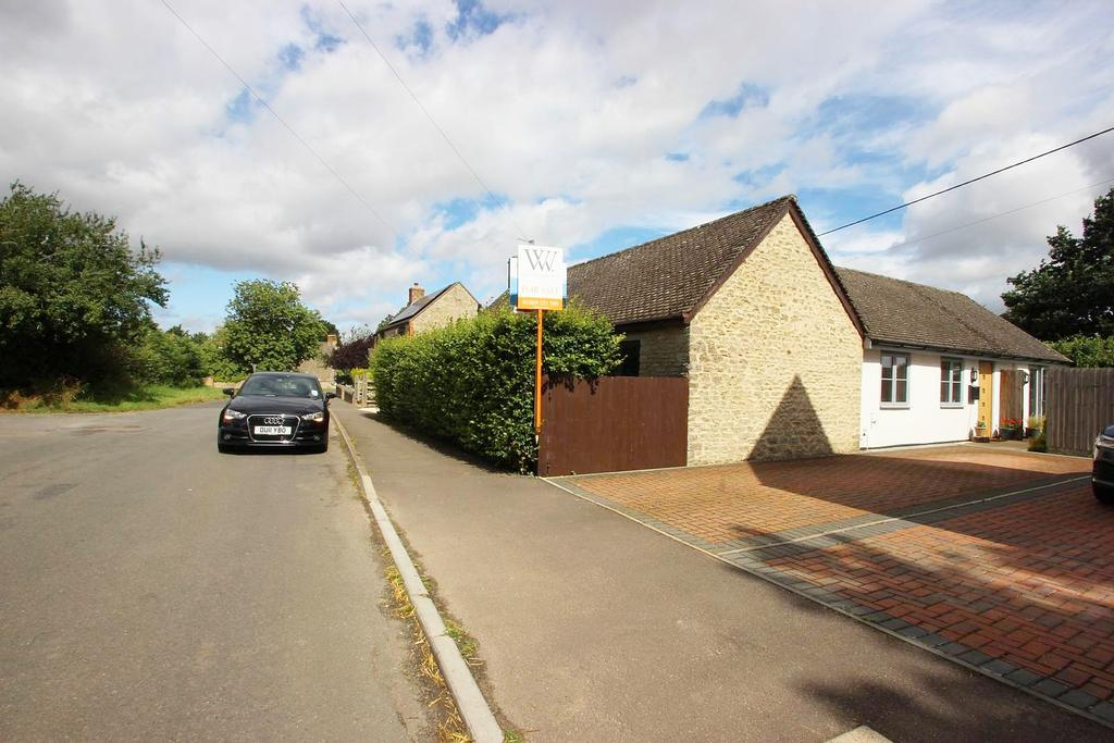 2 Bedrooms Bungalow for sale in Sunnyside Bungalow, Fringford OX27