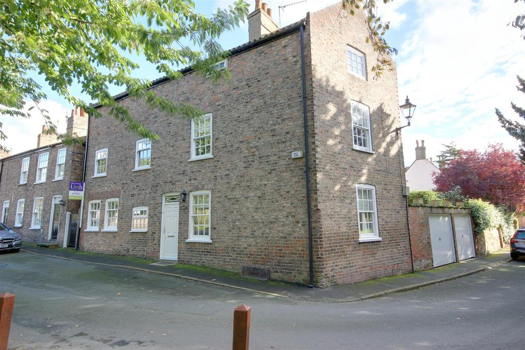 4 Bedrooms Detached House for sale in Brookside, Welton