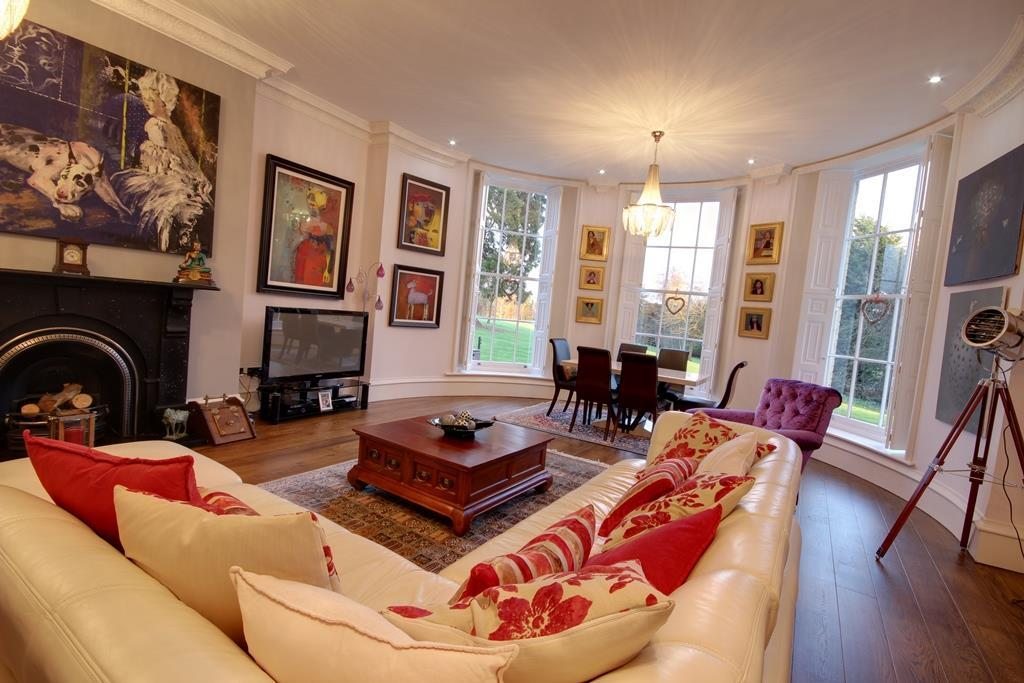 2 Bedrooms Flat for sale in Raywell House, Raywell