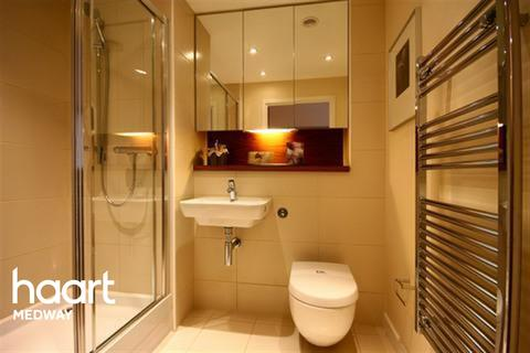 1 bedroom flat to rent - MARINA POINT- ME4