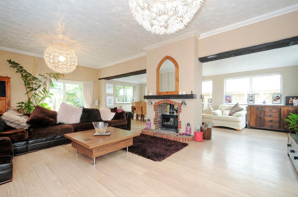 5 Bedrooms Detached House for sale in Bacon Lane, Hayling Island, PO11