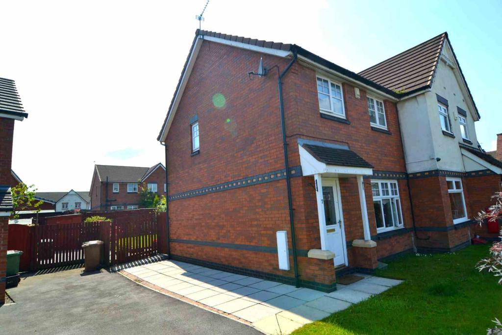 3 Bedrooms Semi Detached House for sale in Langton Close, Newton Le Willows
