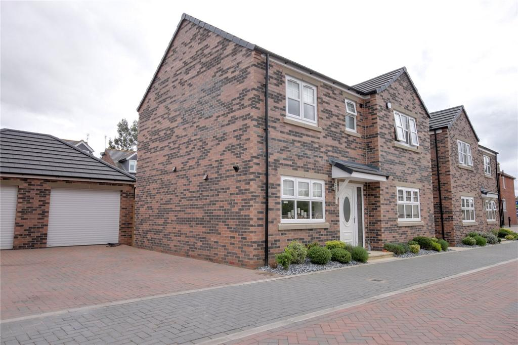 4 Bedrooms Detached House for sale in Lyndhurst Gardens, Ormesby