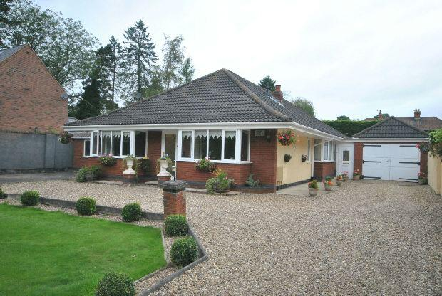 4 Bedrooms Detached Bungalow for sale in Humberston Avenue, Humberston, Grimsby