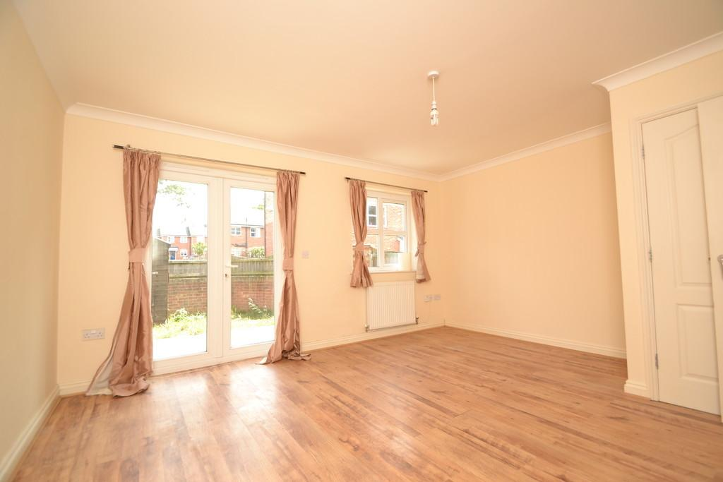 Bed Terrace Property To Rent In Ringwood