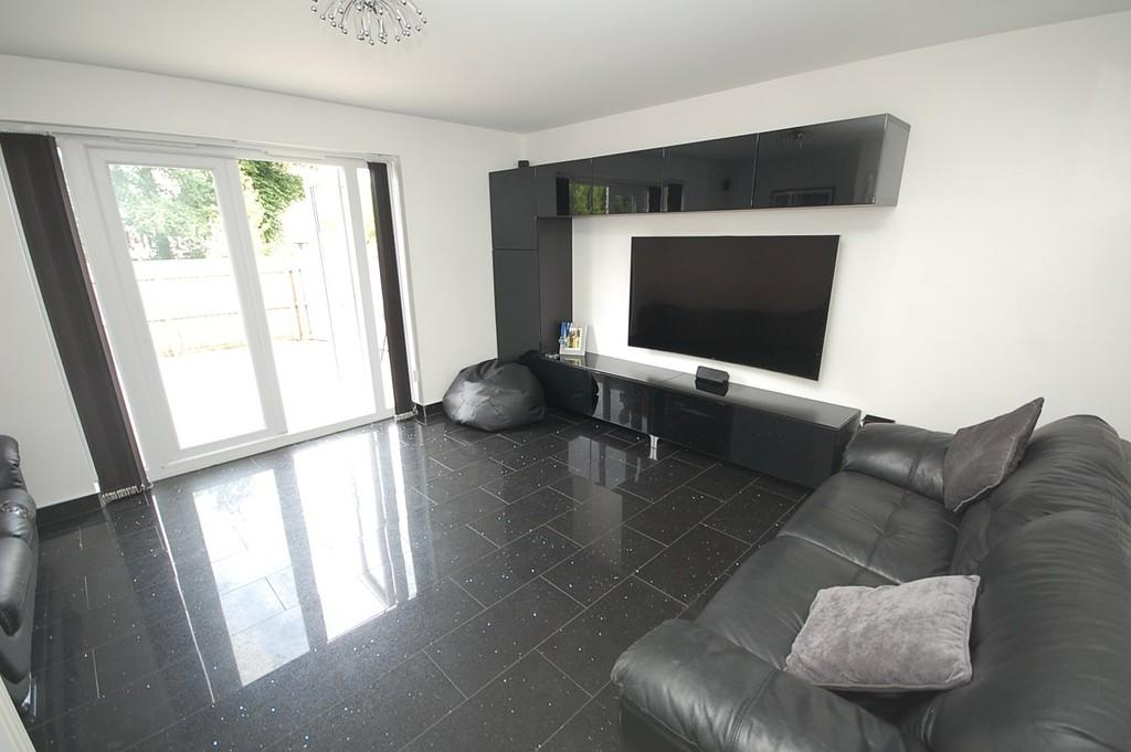 3 Bedrooms End Of Terrace House for sale in Newlove Avenue, Eccleston, St. Helens