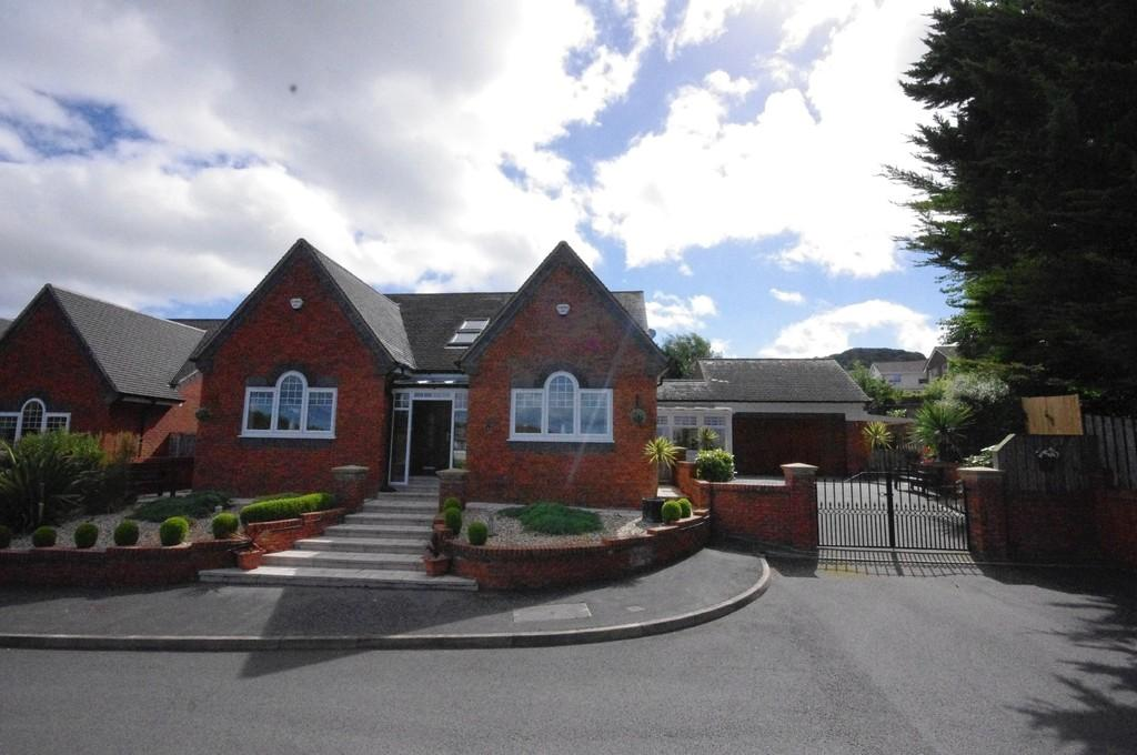 4 Bedrooms Detached Bungalow for sale in Tudor Court, Prestatyn, LL19