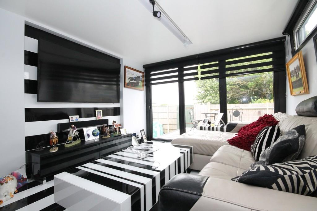 1 Bedroom Detached Bungalow for sale in Abbey Close, The Broadway, Lancing BN15 8NX