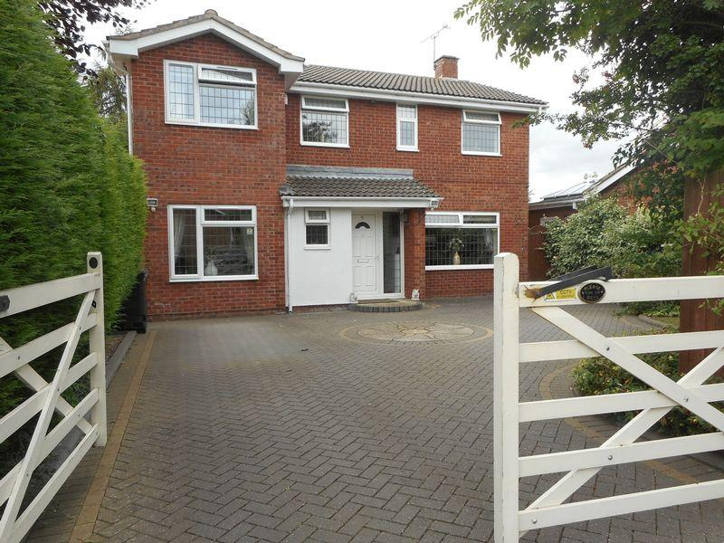 5 Bedrooms Detached House for sale in Chartwell Close, Nuneaton