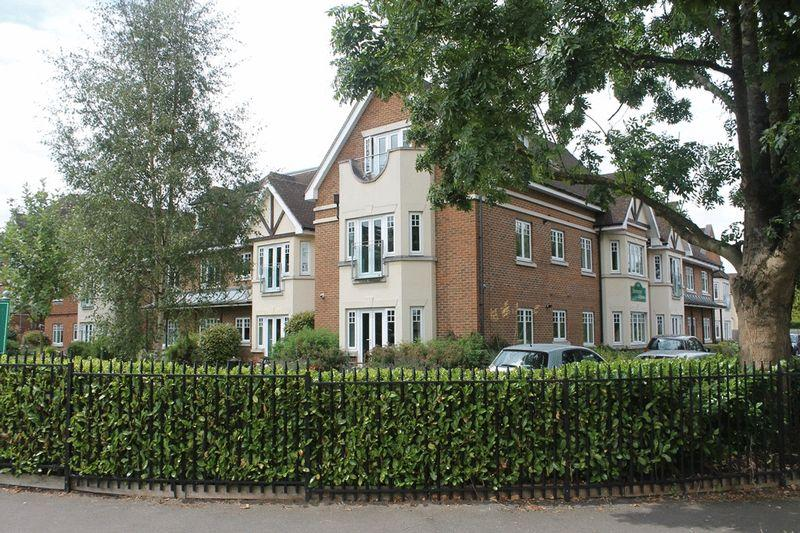 2 Bedrooms Retirement Property for sale in FETCHAM