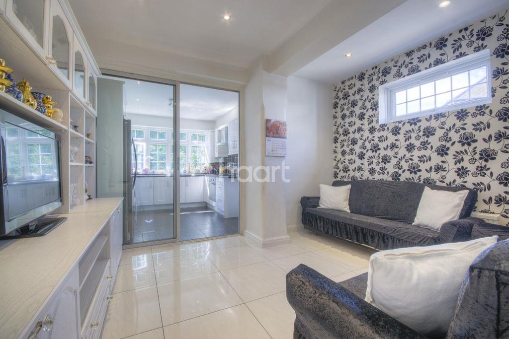 6 Bedrooms Semi Detached House for sale in Lennox Gardens, NW10 1AA