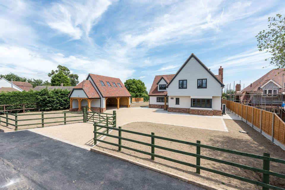4 Bedrooms Detached House for sale in Burnham On Crouch