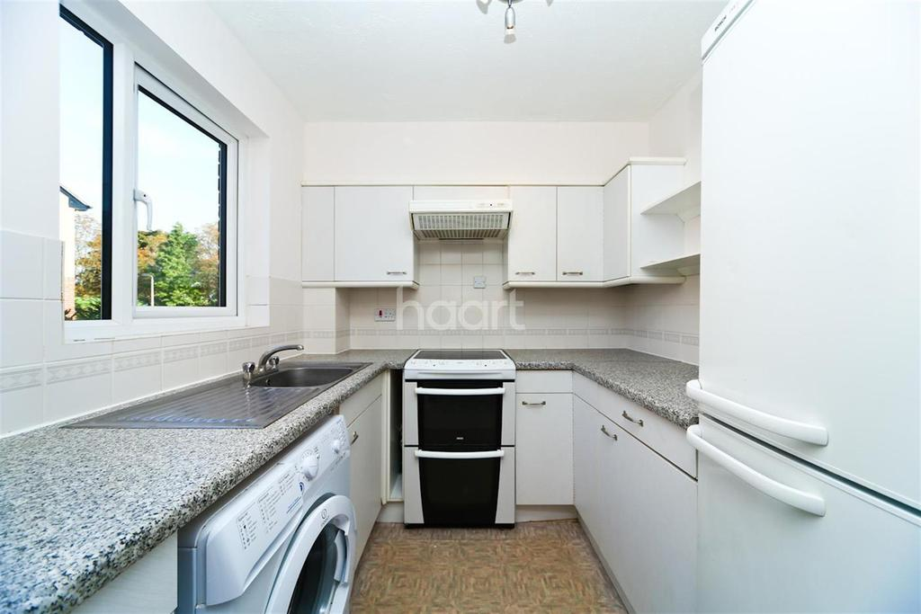2 Bedrooms Flat for rent in Shepperton Court Drive TW17