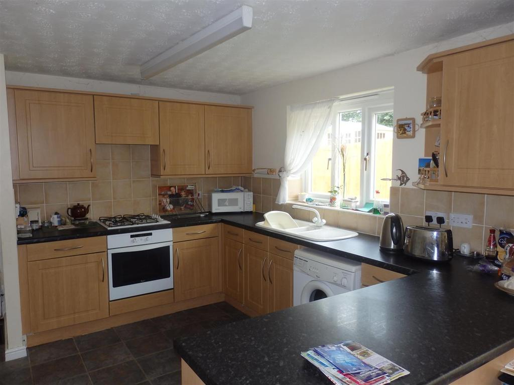 3 Bedrooms Detached House for sale in Pant Bryn Isaf, Llwynhendy, Llanelli