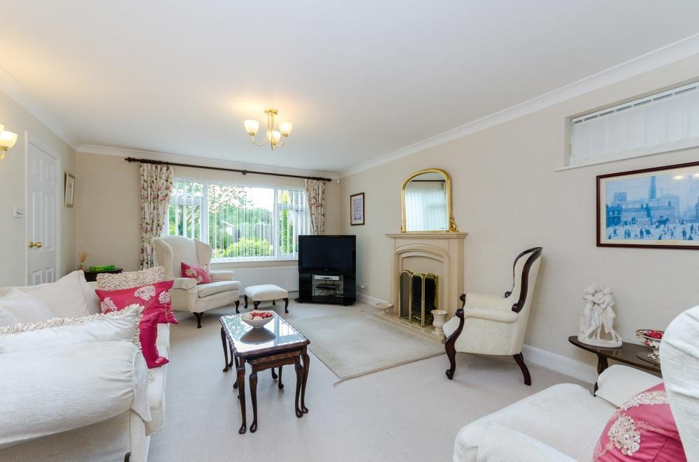 4 Bedrooms Detached House for sale in Blacksmith Lane, Thorpe-on-the-Hill, Lincoln, LN6